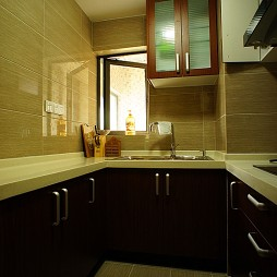 2017中式风格单色墙壁U型小面积家居厨房橱柜装修图片