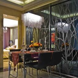 现代餐厅推拉门背景墙水晶吊灯装修效果图
