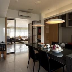 新北市中和曉山青住家餐厅与客厅隔断装修效果图