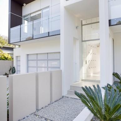 昆士兰庭院别墅设计进门过道装修效果图