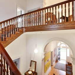 混搭别墅设计实木楼梯扶手装修效果图