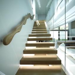 现代实木整体楼梯装修效果图