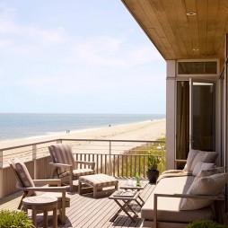悠闲惬意的海边住宅设计混搭露天阳台休闲椅装修效果图