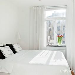 现代风格简单小清新白色系小型卧室飘窗窗帘装修效果图片