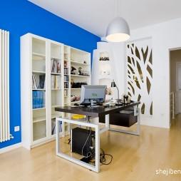 现代风格简约白领办公书房书柜蓝色背景墙装修效果图