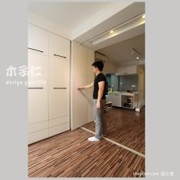 绿意生活现代卧室隐形门衣柜装修效果图