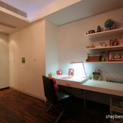 现代风格三室一厅女孩儿童房装修效果图片