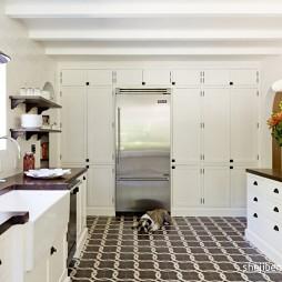 地中海风格封闭式条形别墅厨房白色橱柜拼花地砖装修效果图