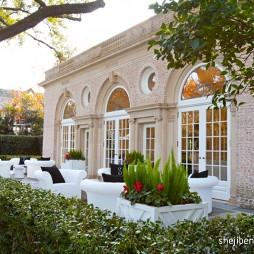 现代风格别墅一楼休闲区花园桌椅装修效果图片