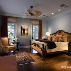 美式风格三室一厅主人房卧室电视背景墙落地窗窗帘床头背景墙装修效果图片
