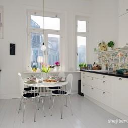 蓝白梦幻家居带阁楼现代厨房餐厅一体化装修效果图