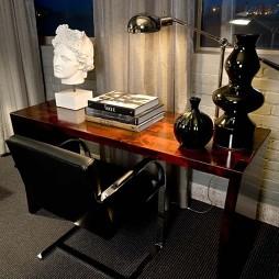 2017年现代三室一厅最新简易临窗书房书桌装修效果图