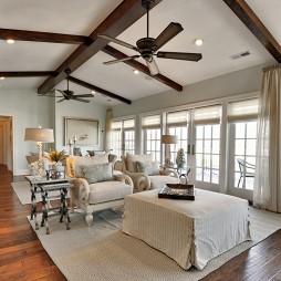 斜顶阁楼窄长客厅满实木梁吊顶设计图