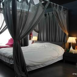 2017现代风格复式80后浪漫婚房卧室花纹壁纸窗帘装修效果图