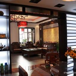 中式风格客厅与餐厅隔断效果图