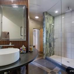 混搭风格卫生间玻璃隔断淋浴房装修效果图