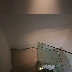 2017现代风格别墅室内玻璃楼梯扶手装修效果图