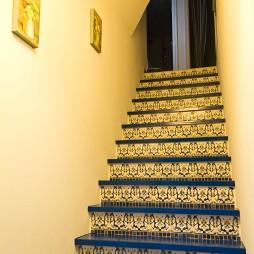2017现代风格三居室内贴瓷楼梯间装修效果图