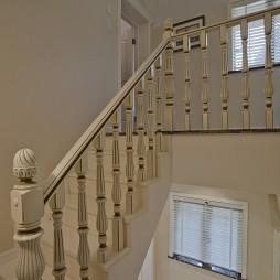 欧式风格别墅室内全木楼梯扶手装修效果图