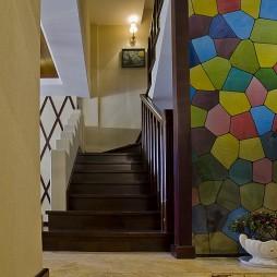 美式风格别墅室内实木楼梯扶手装修效果图