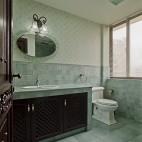 美式风格别墅时尚主卫生间吊顶防滑地砖花纹壁纸装修效果图