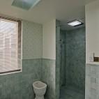 美式风格别墅时尚主卫生间吊顶装修效果图