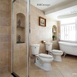 地中海风格复式12平米主卫生间仿古砖带浴缸移门装修图片