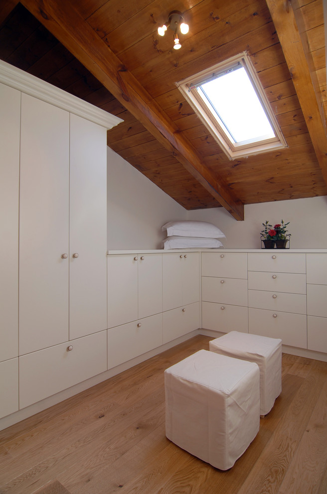 实木阁楼天窗装修效果图 设计本装修效果图