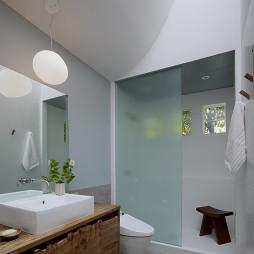 2017现代风格别墅时尚卫生间玻璃隔断装修效果图