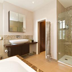 现代风格别墅整体卫生间玻璃隔断装修效果图