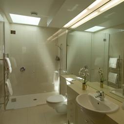 现代风格卫生间淋浴房装修效果图