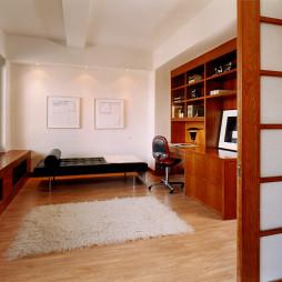 现代风格二居室经典小面积书房隔断移动门装修效果图