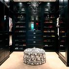 2017现代风格三室一厅时尚高档U型顶固衣帽间衣柜鞋柜装修效果图片