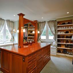2017美式风格三居室超豪华大型嵌入式衣帽间储存柜装修效果图片