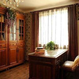美式风格三室一厅经典临窗书房书柜书桌装修效果图