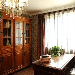 美式风格三室一厅经典临窗书房书柜窗帘壁纸装修图片
