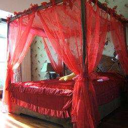 东南亚风情个性婚房喜庆红色卧室装修效果图