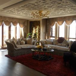 鹭港别墅欧式客厅雕花吊顶设计图片