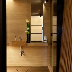 现代风格卫浴镜装修效果图