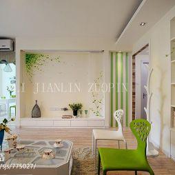 120平米简装木地板客厅效果图