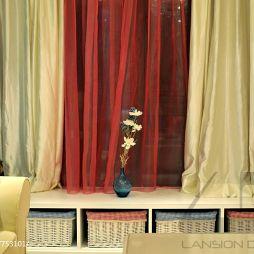 现代卧室窗台飘窗窗帘装修效果图