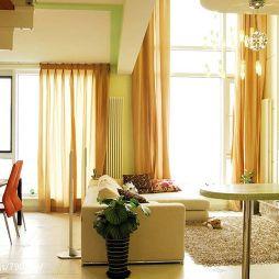 10平米小暖色调客厅落地窗帘效果图