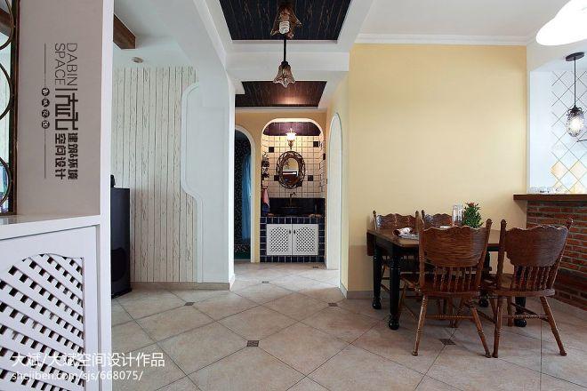 三居室混搭走廊吊顶墙面漆装修效果图