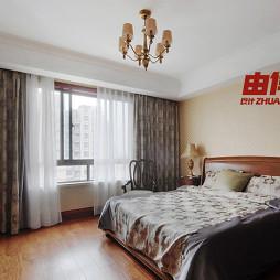 美式古典公寓老人房卧室窗帘装修效果图