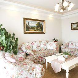 田园风客厅沙发及墙壁挂画设计效果图