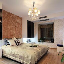 现代卧室墙纸水晶吊灯装修效果图