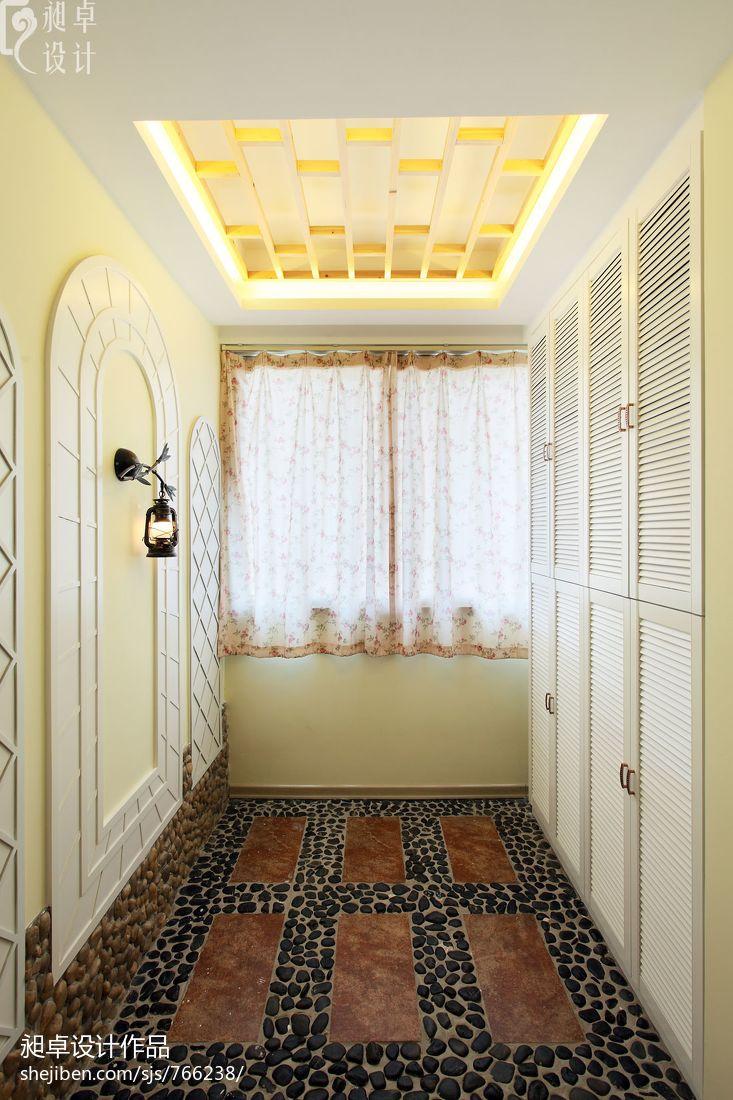 现代卫浴壁灯效果图