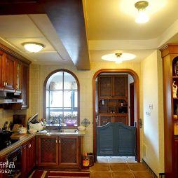 美式餐厅和厨房隔墙装修设计效果图