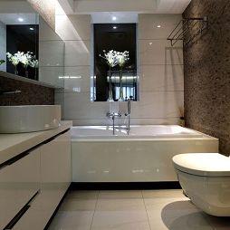 白色瓷砖卫生间整体装修效果图