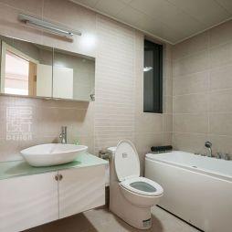 现代风格家庭3平米卫生间装修设计效果图